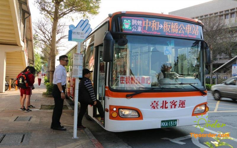 su-dung-xe-bus-di-chuyen-tai-quang-chau