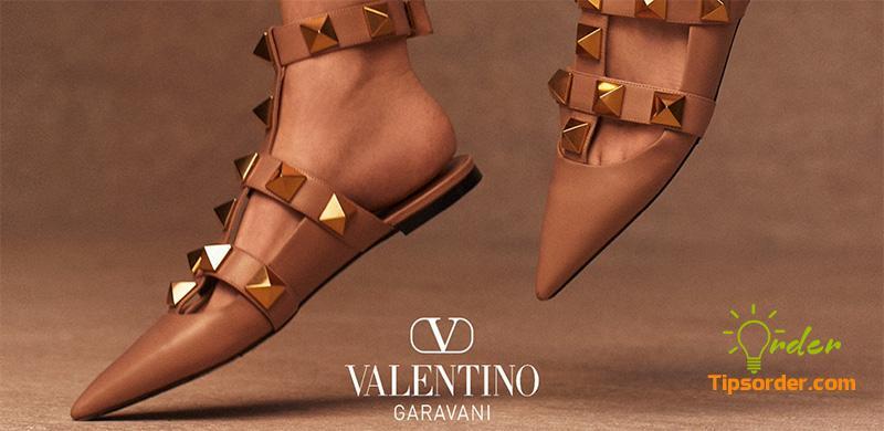 Valentino phá cách cho chị em nhé.