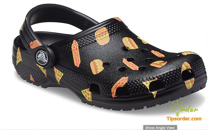 Hình ảnh dép cá cấu nổi tiếng của hãng Crocs.