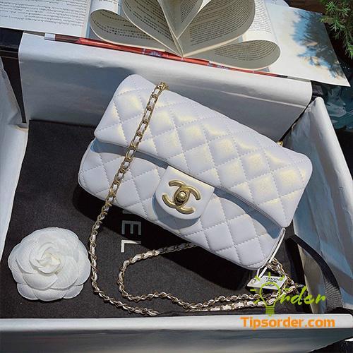 Túi xách Chanel cổ điển và sang trọng.