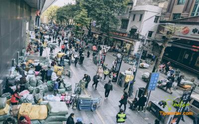 Góc phố tấp nập của chợ 13 Quảng Châu.