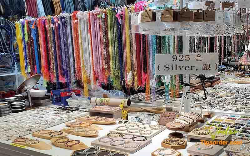 Cửa hàng bán phụ kiện trang sức Hàn Quốc.