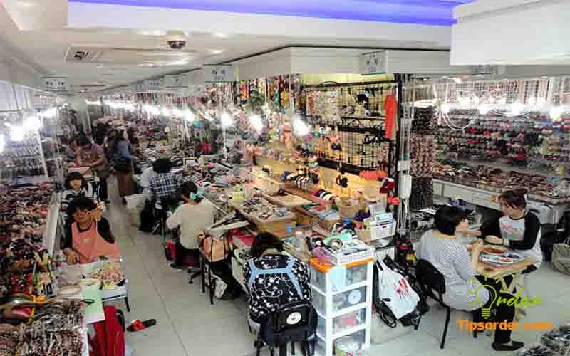Chợ phụ kiện thời trang tại Quảng Châu.